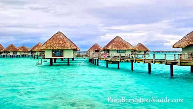 Bora bora overwater bungalows at bora bora resorts for Bungalows flotantes en bora bora